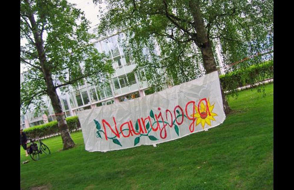 Naurujooga - LE COOL Tampere