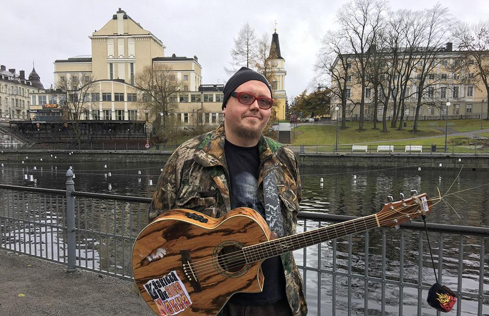 LE-COOL-Tampere-Kaiho-Hetkenlaulaja